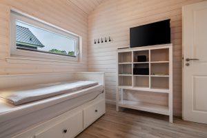 Schlafzimmer 3 ist eingerichtet mit einem Ausziehbett und bietet so Platz für ein Kinderreisebett