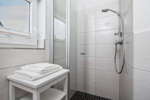 Das Ferienhaus Küstenzauber besitzt zwei Duschbäder und ist mit einer Sauna ausgestattet