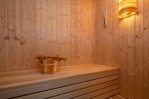 Ferienhaus Küstenzauber bietet eine hauseigene Sauna im großen Duschbad für einen erholsamen Urlaub
