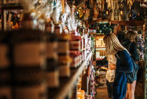 Einkaufen in den vielen Einkaufsmöglichkeiten in der Nähe des Ferienparks Holm Kalifornien Schönberg Kiel