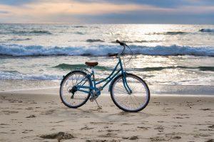 Fahrrad am Strand, beliebte Freizeitaktivität