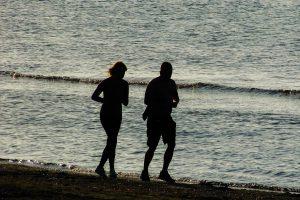 Die frische Ostseeluft beim Joggen, Walken und Wandern genießen