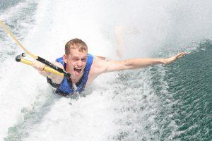 Wassersport auf der Ostsee, Wasserski zählt zu den beliebten Freizeitaktivitäten